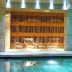 Au bord de la piscine, hôtel centre Rouen