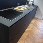 Mobilier d'une cuisine coloris noir Ultra mate