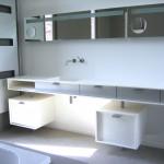 Salle de bain en résine, design épuré